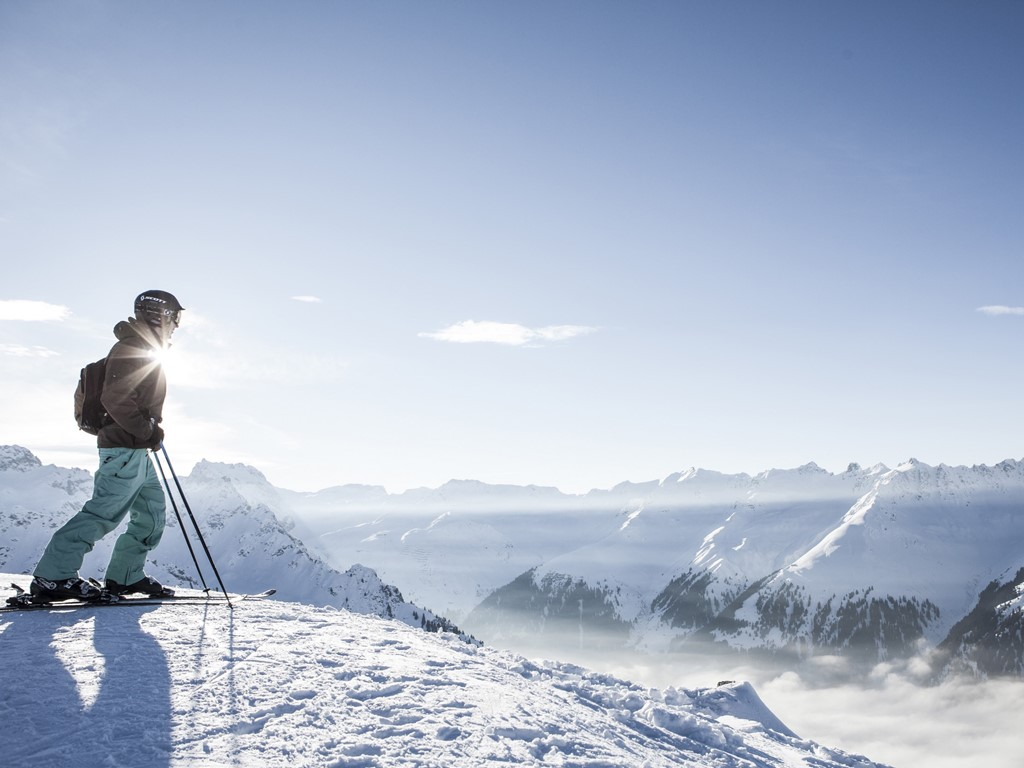 SKIING PLEASURES IN A DREAMLIKE SCENERY